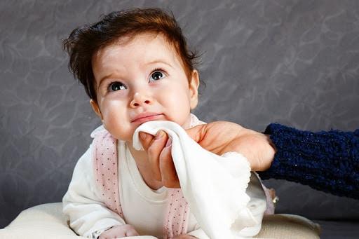 limpiar barbilla bebe xicotets